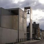 La nuova chiesa cattolica di Notre Dame de Bonsecours a Le Havre, Francia. Ripresa dal lato stradale.
